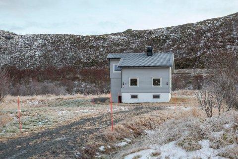 NYTT HJEM: Dette er huset til Einar A. Sissener innerst i Jørnfjorden i Bø i Vesterålen. Det ble kjøpt i februar. 1. oktober meldte han flytting.