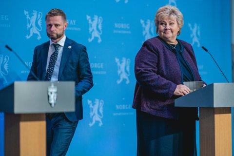 Helse- og omsorgsminister Bent Høie, og statsminister Erna Solberg, på pressekonferanse om koronasituasjonen.