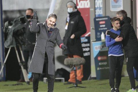 AKTIV: Marti Cifuentes ga alt på sidelinja i sin siste kamp som trener for SF.
