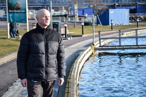 GIR RÅD: Beredskapskoordinator i Sandefjord kommune, Thor Henry Thorød, bistår gjerne med råd for å sikre mot flom, men kan ikke sikre havnefronten mot å bli oversvømt.