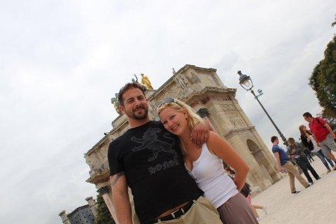 MØTTES PÅ JAMES CLARK: I 2010 var hun dørvakt på James Clark, mens han var gjesten som tilfeldigvis tok en tur innom. 10 år senere er Vanja Cecilie Aspenes-Schroeder (35) og David Scott Schroeder (39) lykkelig gift.