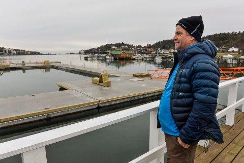 STRØMBADET 2020: Anders Amber Kongsteien er skeptisk til beliggenheten og vannkvaliteten. – All dritten i fjorden havner her og ferjene kommer til å vispe rundt en blanding av søppel, diesel og kloakk, sier han.