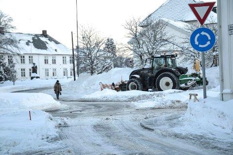 I FJOR: 8. februar i fjor så det slik ut. I år har både kommunen og fylkeskommunen spart mye på den snøfattige vinteren.