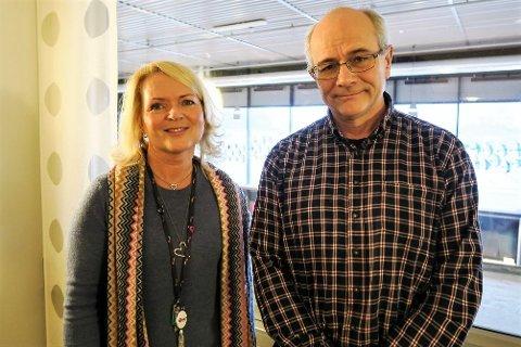 FEIL: Kommuneoverlege Ole Henrik Augestad sier han feilvurderte situasjonen. Til venstre: Tine Kleive-Mathisen, markedssjef ved lufthavnen på Torp. Bildet ble tatt da de to hadde et møte om koronasituasjonen allerede i januar.