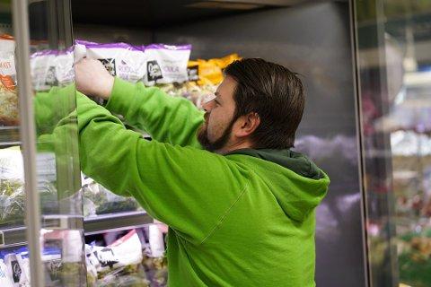 HØYTTRYKK: Mange sandefjordinger har hamstret i dagligvarebutikkene den siste uken, blant annet på Kiwi i Museumsgata.