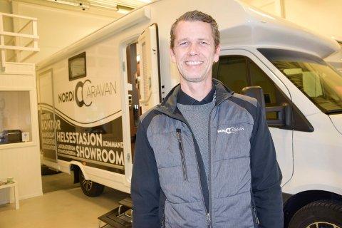 BOBILSELGER: Frode Heum (44) fulgte drømmen og ble sin egen sjef. Nå driver han med salg av bobiler.
