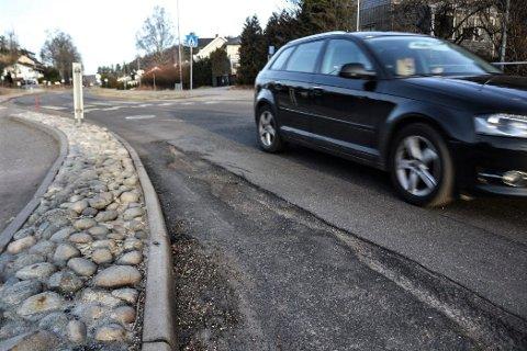 MAGERT: Det blir lite ny asfalt på fylkesveiene i år. I Sandefjord skal én strekning på fire kilometer få nytt dekke. Illustrasjonsfoto: Paal Even Nygaard