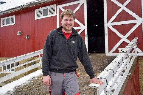 TOK ET VALG: I ungdomsårene var ikke tanken på gårdsdrift fristende. Men da han ble eldre fant Kim Eddy Lønn (25) ut at han ville overta familiegården, og om fire år overtar han driften.