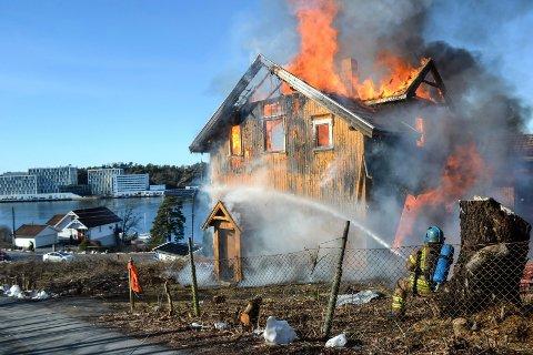 ØVELSE: Et eldre bolighus i Gonvikbakken på Framnes ble brent under en øvelse. Nå skal det bygges tre eneboliger på eiendommen.