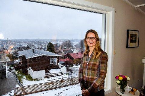 ROLIG: Maria Vandbakk-Rüther er smittevernoverlege i Vestfold og er helt rolig i forhold til alt som skjer rundt Korona-viruset nå. Foto: Per Albrigtsen