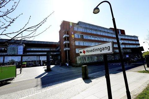 KORONAPRØVER: Mikrobiologisk avdeling ved Sykehuset i Vestfold har hatt ekstra mye å gjøre de siste ukene.