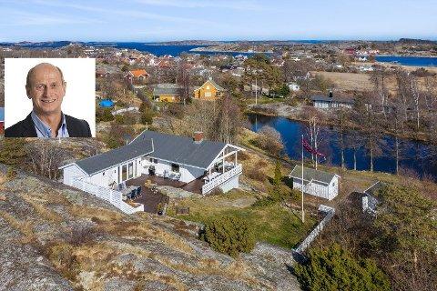 SOLGT: Denne hytta, som var taksert til syv millioner kroner, ble solgt på under en uke. Eiendomsmegler Tore Solberg innfelt.
