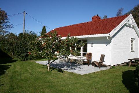 VØRA: Cathrine Skogheim Istre leier ut to feriehus på Vøra i Sandefjord. Begge hyttene er nesten helt fullbooket i sommer.
