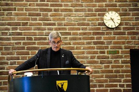 TAR IMOT: Ordfører Bjørn Ole Gleditsch (H) sier han vil ta imot bokgaver, selv om innholdet kanskje er omdiskutert. Han sier det er viktig meg ulike synspunkter i samfunnet.