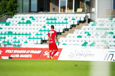 TAR ANSVAR: Emil Palsson var en svært skuffet mann etter å ha fått to kjappe gule og dermed rødt mot Stabæk.