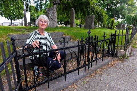 DUGNAD: Karen Susanne Bjerke er smijernskyndig og initiativtager til å pusse opp porten og gjerde rundt Sandar kirke.