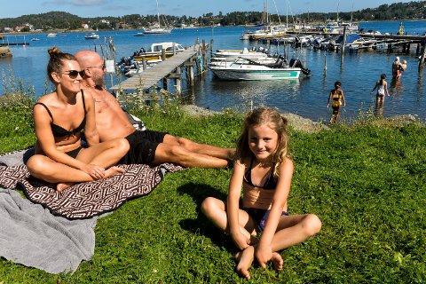 John-Kenneth Melby var på stranda i Lahelle sammen med sin kjæreste Mari Tjernsmo og hennes datter Frida Tjernsmo Stensrud (6) som har sin første skoledag på mandag.