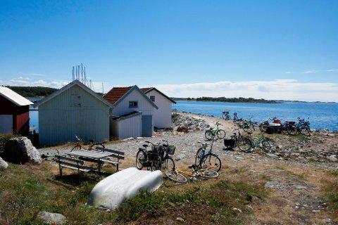 KREVER ENDRING: Advokatfirmaet Andersen & Bache-Wiig vil saksøke staten på vegne av nordmenn som eier hytter i Sverige, som her på Kosterøyene.