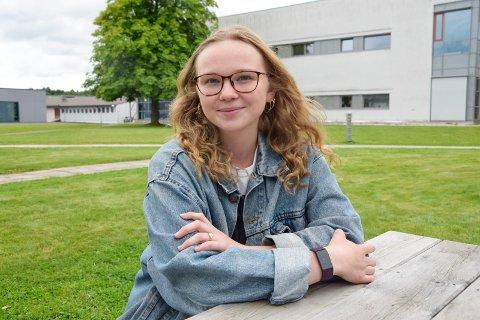 STORE PLANER: Lotte Junine Skaug Larsen (18) vil studere i Sandefjord etter videregående, samt starte sin egen butikk i sentrum. – Man har alt man trenger i Sandefjord, så jeg vil ikke flytte herfra, slår hun fast.