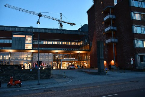 Sykehuset i Vestfold har fått sin første koronapasient på nesten to måneder..