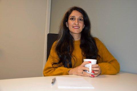 INKLUDERING OG MANGFOLD: Faten Lubani (35) stortrives i Sandefjord, blant annet takket være jobben hun har som prosjektleder for Globale Sandefjord. – Det er flott at Sandefjord setter inkludering og mangfold på agendaen, sier Faten, som føler at hun har landet drømmejobben.