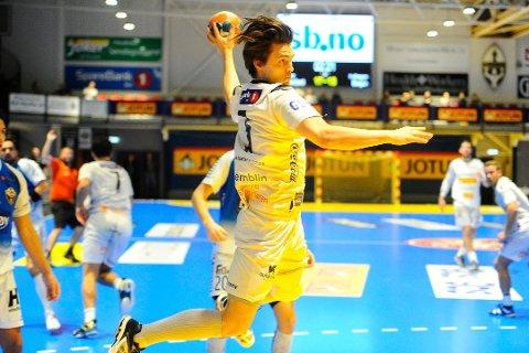 VIDEREINM: Runar spilte seg til kvartfinaleplass. Tobias Glemming sto for flere av målene.