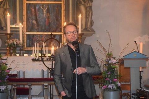 KONSERT: Sigvart Dagsland kan se tilbake på en tretti års lang karriere, og med seg på scenen i Sandefjord kirke denne lørdagen, har han pianist Torjus Vierli. Konserten starter klokken 19.00 og maksimalt antall publikummere er 200. ARKIVFOTO: Asle Rove