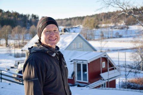 SPENT PÅ FRAMTIDEN: Etter at Øyvind Skar (47) fortalte sin historie i Sandefjords Blad, har mange kontaktet ham. – Jeg har allerede hatt besøk av flere potensielle samarbeidspartnere. Nå er jeg spent på hva som kan komme ut av dette, sier Øyvind, som etter hvert har planer om å åpne småbruket sitt for unge som sliter.
