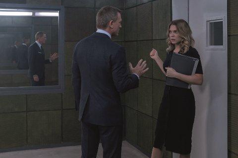 PUBLIKUMSREKORD: Denne helgen var det duket for norgespremiere for James Bond med «No time to die». Til venstre står  James Bond (Daniel Craig). Han snakker med Dr. Madeleine Swann (Léa Seydoux). FOTO: Nicola Dove