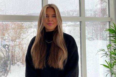 ANNERLEDES ÅR I VENTE: Kaja Unneberg Nyland (18) skal inn i Luftforsvaret etter videregående. Hun tror det blir spennende, og ser fram til nye utfordringer. Samtidig gruer hun seg til å være borte fra familie, venner og håndballen.