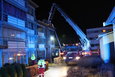 BRANN: Det brant i en leilighet i Vardenlia natt til lørdag. Et tjuetalls personer måtte evakueres.