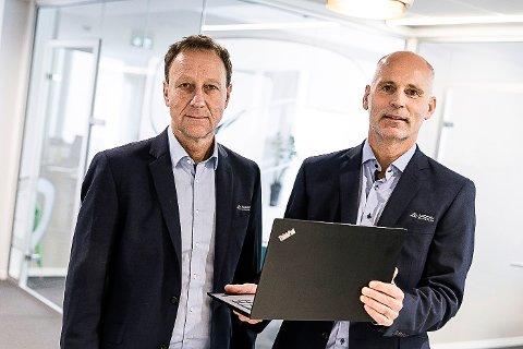 ANDEBU SPAREBANK: Banksjef Børre Grovan og økonomisjef Bjørnar Skatvedt i Andebu Sparebank men gir også gaver, etter et resultat på 33,6 millioner kroner i 2020.