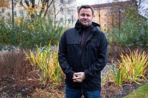 FORNØYD: Assisterende helsedirektør Espen Rostrup Nakstad er fornøyd med at smittetallene går ned i de tidligere Vestfold-kommunene. Han advarer likevel mot for tidlig gjenåpning.
