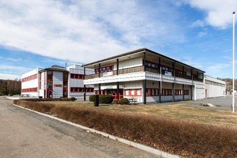 OMRÅDE I UTVIKLING: Hegdal industriområde er ifølge næringsmegleren et attraktivt sted for investorer. Nå er denne eiendommen til salgs.