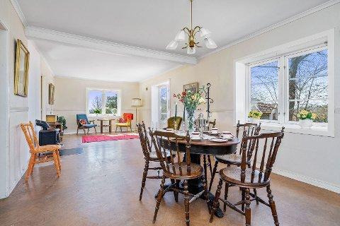 LÅVEFUNN: Da Husebygrenda 35 skulle klargjøres for salg, ble bestemors gamle møbler hentet inn fra låven.