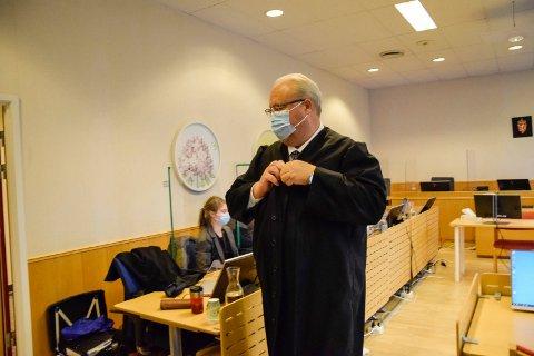 FORSVARER: Jonny Sveen forsvarer den drapstiltalte 46-åringen. Tirsdag inntok hans klient vitneboksen, hvor han fullførte sin forklaring.