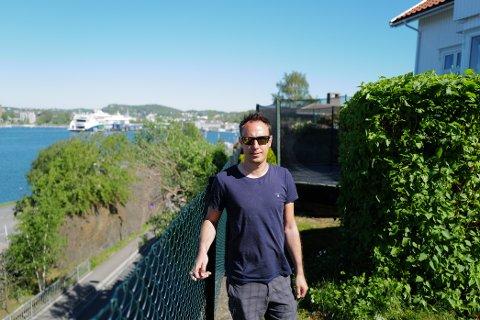 Treet som, har vakt bekymring hos Mats Røyeng befinner seg noen meter nord for rasstedet.
