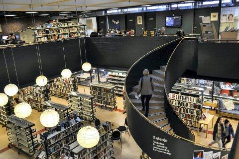 BIBLIOTEK: Alle partiene i kommunestyret ønsker nytt bibliotek i sentrum. H/Ap/SV/MDG vil helst at det samlokaliseres med kulturskolen. Arkivfoto.