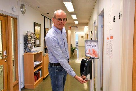 BEKYMRET: Ordfører Jon Sanness Andersen er bekymret over smitteutbruddet Færder kommune opplever.