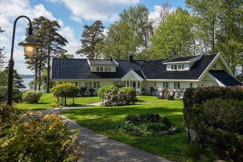 ENORM EIENDOM: Vesterøyveien 391 ligger til salgs for 27,5 million. Eiendommen består av fem bygg, derav en toetasjes garasje og gjesteleilighet