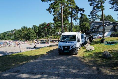 Torsdag dukket August Norge As opp med tre biler på Vøra. Selskapet opplyser at dette var vanlig service.