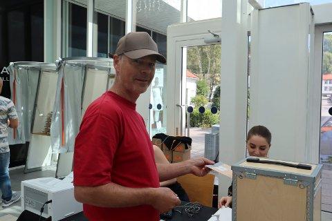 Simen Gjerseth var en av dem som benyttet seg av valglokalet på Hvaltorget for å forhåndsstemme lørdag.