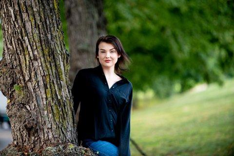 GA SEG: Ida Emilie Bakken hadde på det meste 100 abonnenter hun solgte nakenbilder til. Nå ber hun andre som vurderer å gjøre det samme om å tenke seg om.