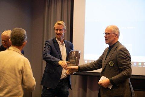 Morten Wiik Larsen visste ikke helt hvor han skulle gjøre av seg da han fikk «Melvin Jones Fellowship Award» for sitt arbeide med «Mitt valg»