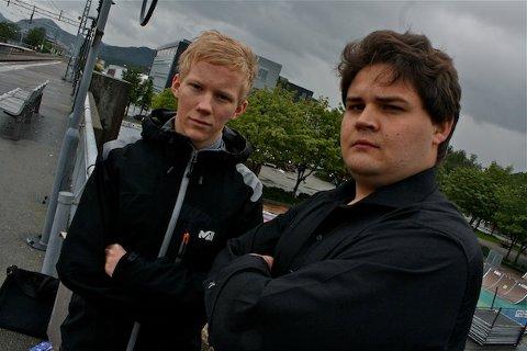 Snorre Skjevrak (AUF) og Kristoffer Birkedal (FpU) synes det er skremmende at unge personer blir utsatt for tilfeldig tyveri og vold.
