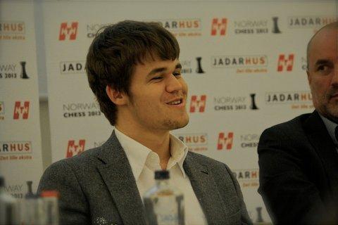 SAMLER ELITEN: Sjakkener Magnus Carlsen blir ambassadør for sjakkturneringen Chess Norway som skal gå av stabelen i regionen juni 2013. Deler av turneringen vil foregå i Sandnes.