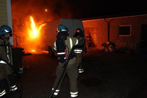 FLERE BILBRANNER: En utenlandskregistrert bil brant på Stangeland torsdag kveld.