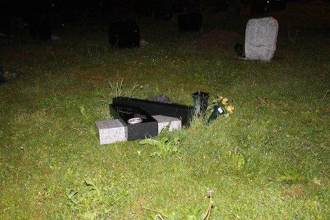 Tre gravstøtter ble veltet og et kors ble flyttet på kirkegården ved Høyland kirke.