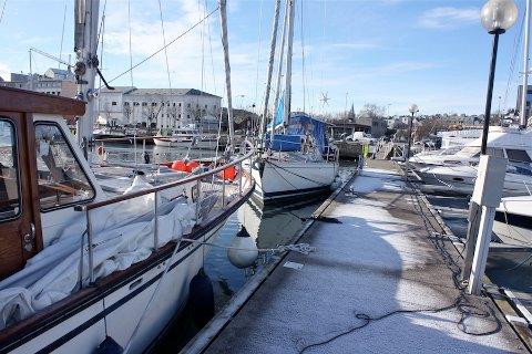 FULLT: Flere båteiere opplever at gjestehavnen i Sandnes er full av båter som leier plasser over lenger tid.
