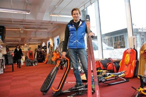GOD GLID: Salget av ski og annet snøutstyr går som det suser i Sandnes. På Hetland Sport i Sandnes ser Paul Hetland sandnesgauken gjøre storinnrykk på jakt etter ski, akebrett og annet vinterutstyr.